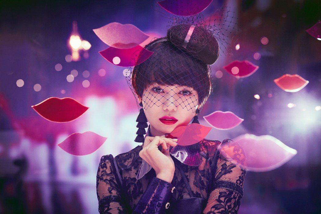 糖果般甜美夢幻的唇色,就像春季繽紛的花朵般誘人。圖/戀愛魔鏡提供
