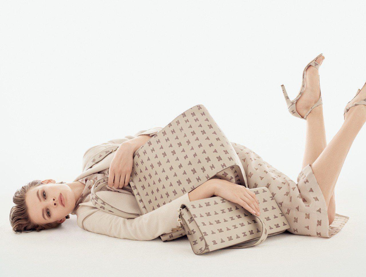 全新的MaxMaragram印花,出現在配件、鞋子、和服飾之上。圖/Max Ma...