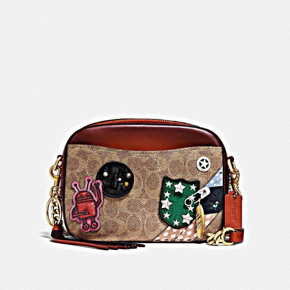 Camera手袋,售價16,800元。圖/COACH提供
