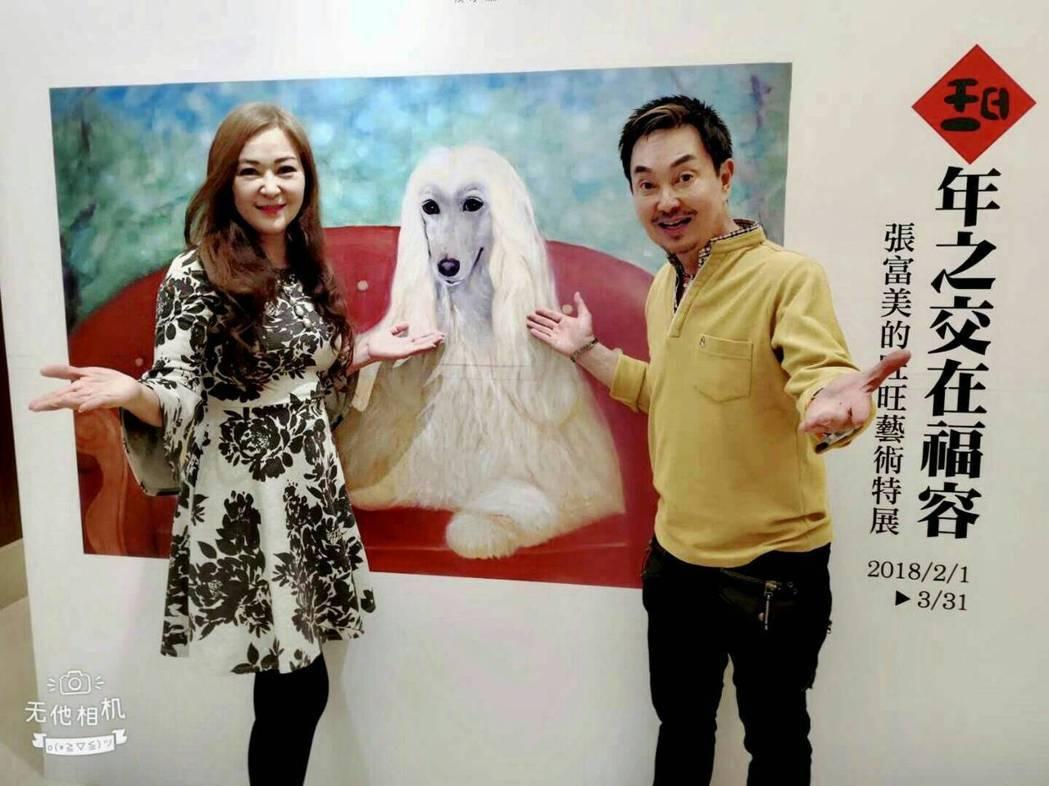 張富美開狗狗畫展,老友楊懷民捧場。圖/倪有純提供