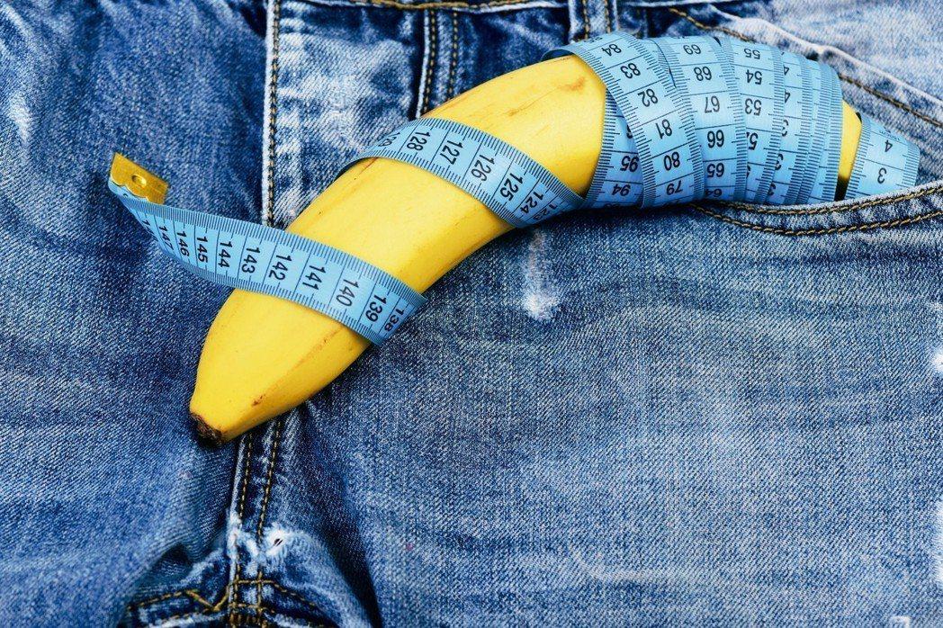 許多男人總在意「那話兒」長度,若是短人一截多少有些自卑。還有人堅信長度與性功能成...