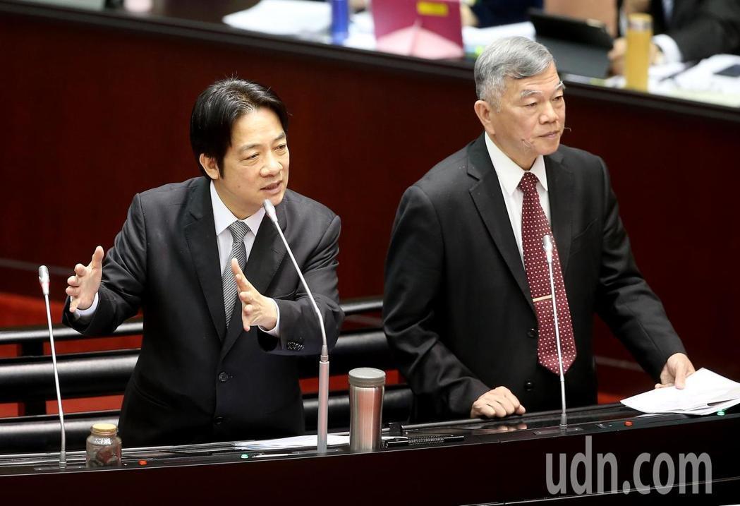 行政院長賴清德(左)在立院答詢時表示,中國把大門關起來,認為唯一的鑰匙是九二共識...