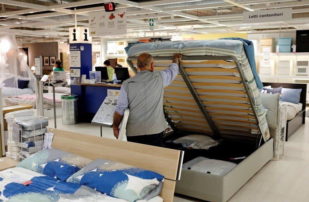 IKEA去年申請進口陸製的棉質床單、枕頭套等織品輸台,但因國內業者抗議而「不得其...