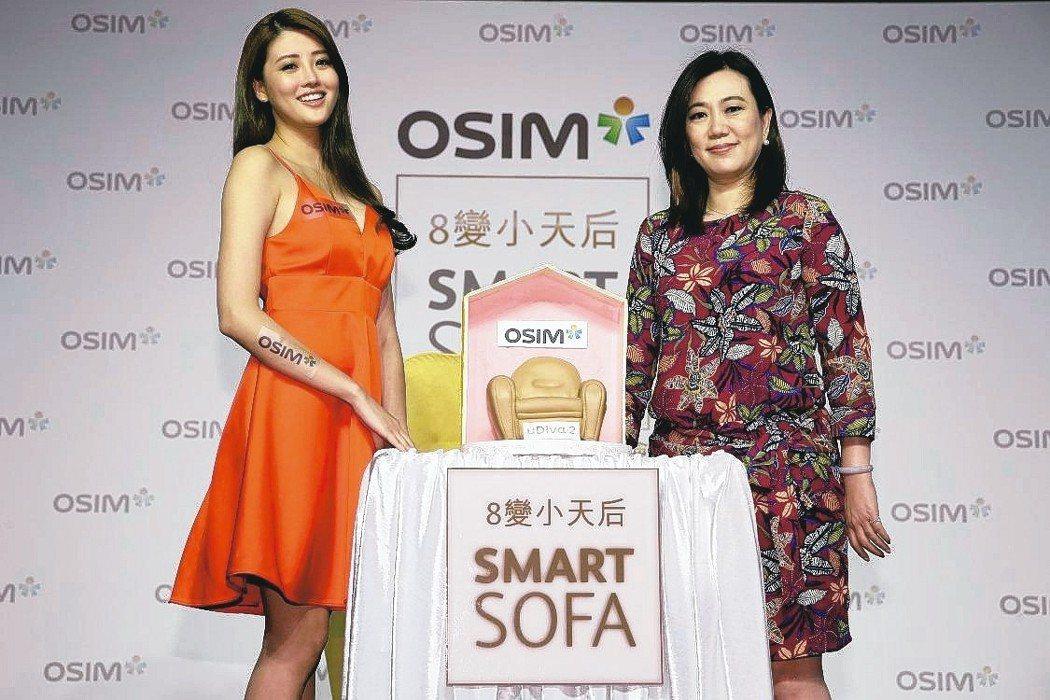 OSIM北亞區總經理王明芝(右)與「OSIM 8變小天后」產品大使賴琳恩合影。 ...