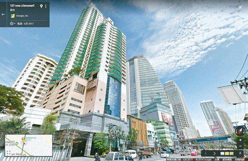 泰國曼谷房市發燒,其中曼谷新崛起的「鵬蓬區」,由於周邊市容與台北信義計畫區類似,...