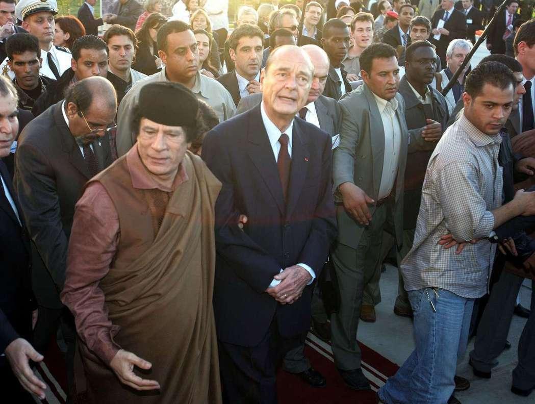 席哈克與格達費的初體驗,為法國-利比亞政商界,打通了黑金後門。 圖/路透社