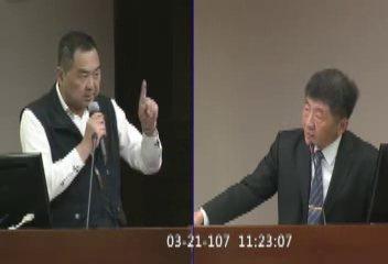 立委徐志榮(左)今天公布日前質詢內容,衛福部長陳時中(右)允諾5月簽約,4年投入...
