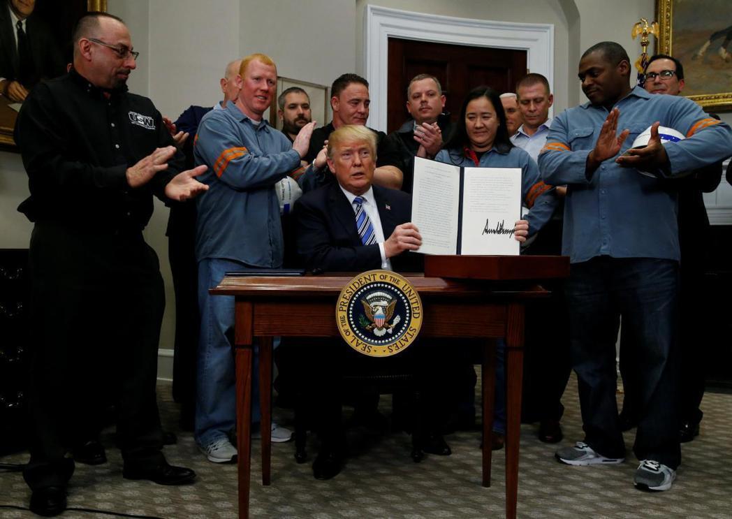 美國總統川普月初簽署對進口鋼鋁課徵額外關稅的公告,但部分國家稍後獲列暫時豁免名單...