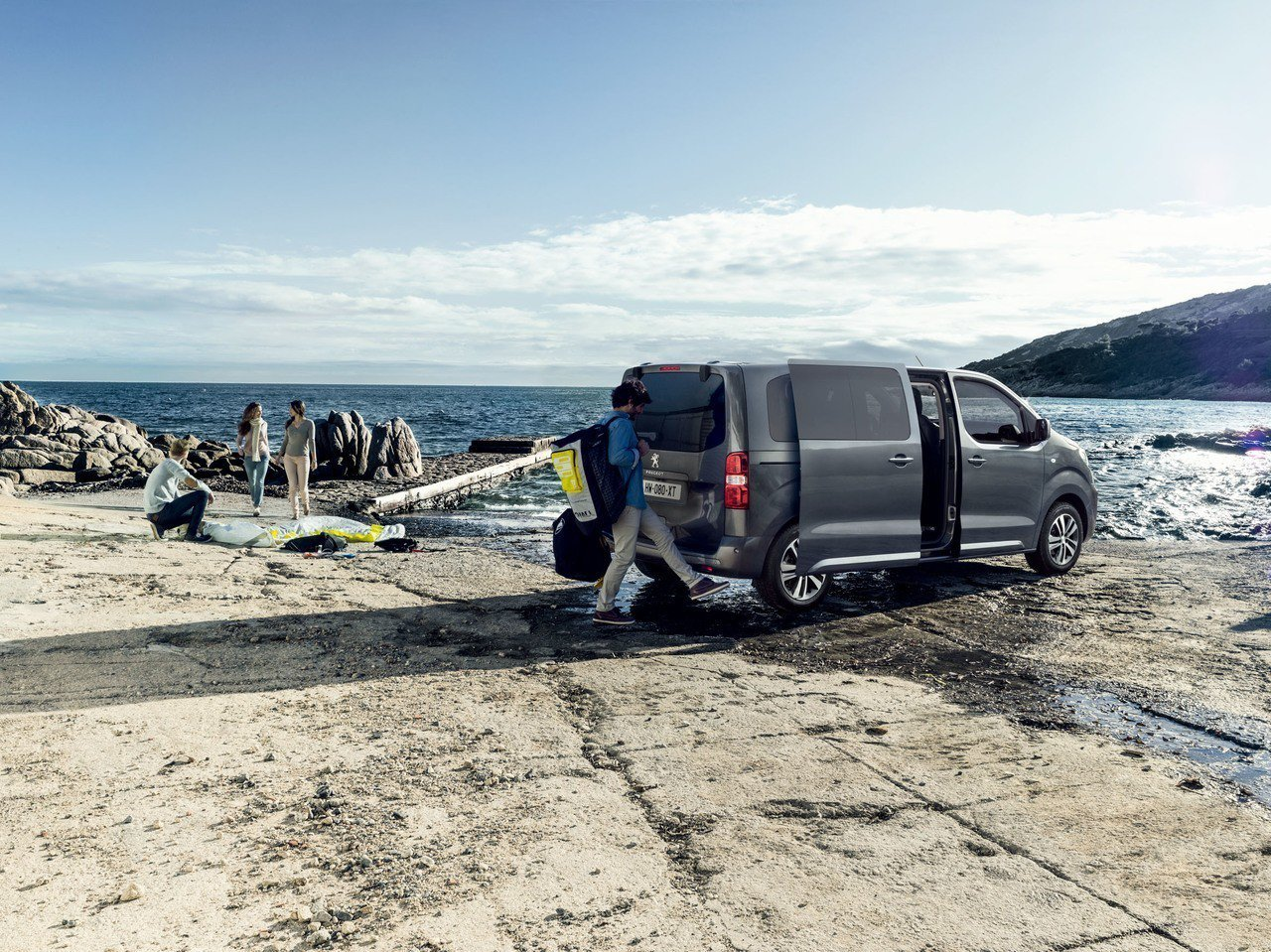 PEUGEOT TRAVELLER領航家提供日常通勤、休閒生活抑或是商務運載自在...