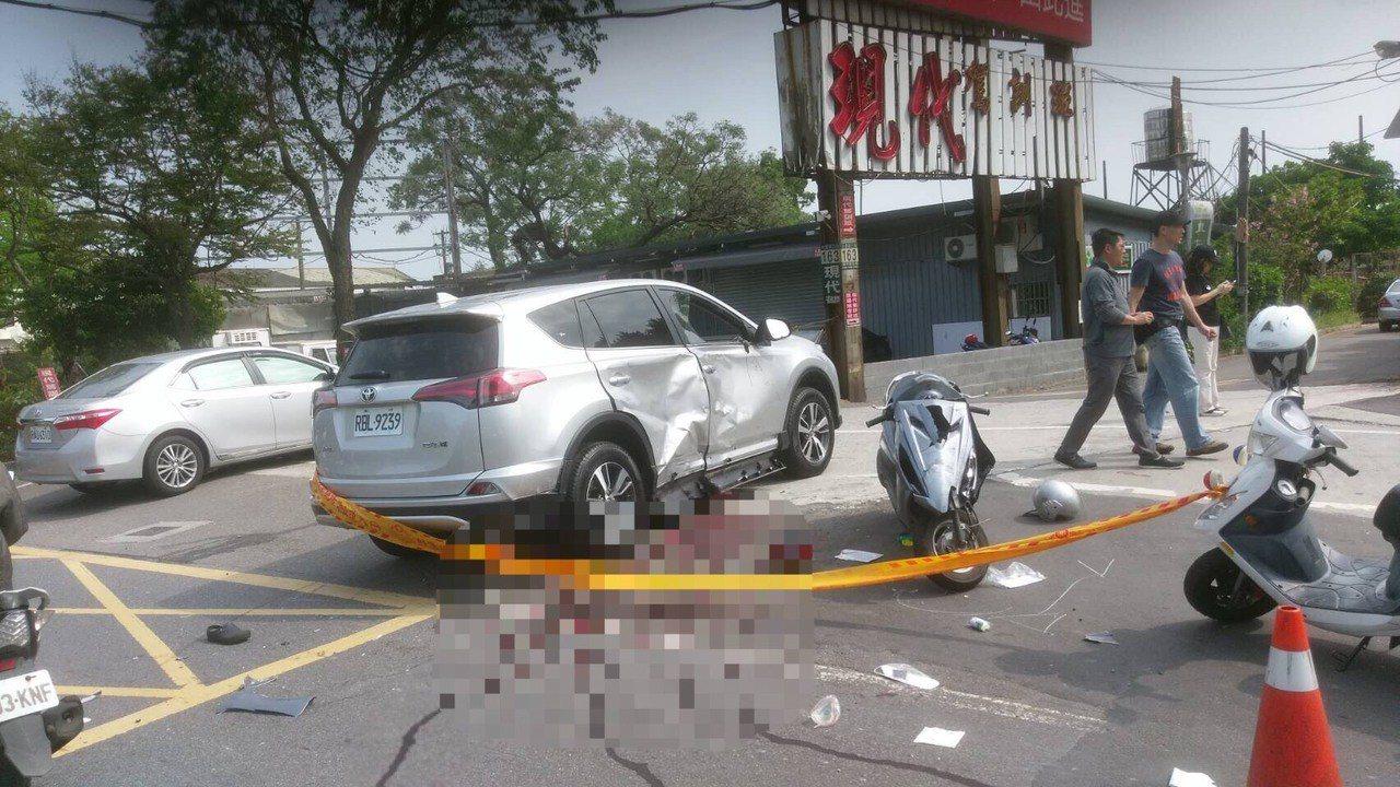 日籍男子大平優開休旅車違規右轉,造成兩輛機車煞車不及直撞,造成一死三傷。記者林孟...