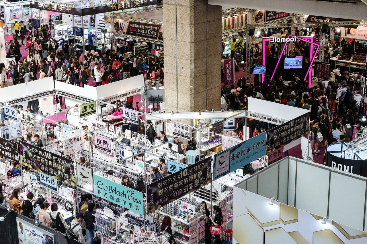 2018台北春季國際美容化妝品展,湧進許多美妝控進場朝聖搶便宜。記者鄭清元/攝影