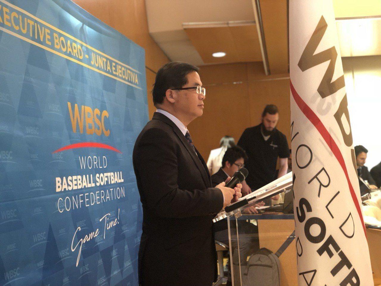台南市台南市市長李孟諺帶隊前往法國巴黎,在世界盃少棒賽委員會中報告,順利爭取到連...