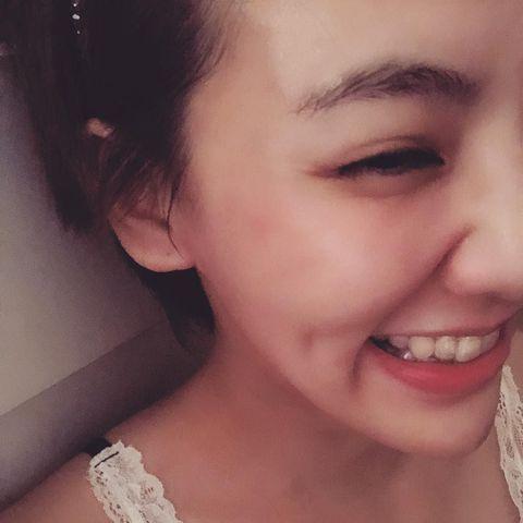 劉雨柔去年11月開始戴牙套矯正牙齒,如今已有成效,她24日在IG開心透露「有人問我是不是偷打唇珠,心裡竊笑了一下,因為臉型開始有變化了,牙套就是這麼神奇,你不信都不行」,她每隔10天就會換一副牙套,...