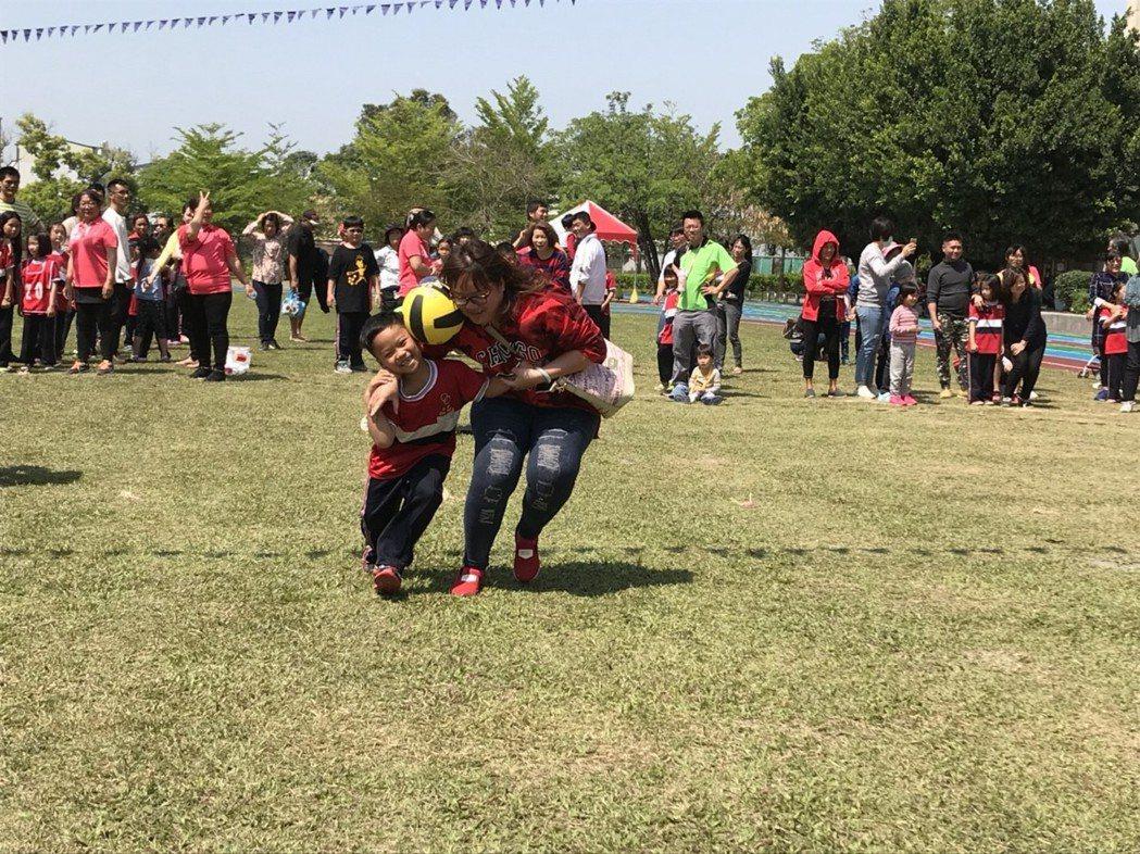 親子趣味競賽。圖/讀者提供