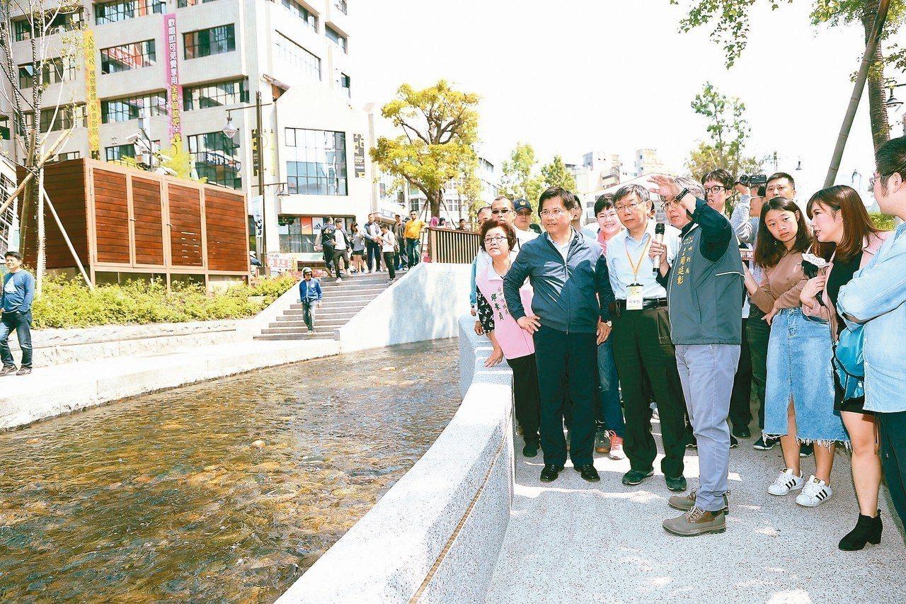 台北市長柯文哲昨到台中市參觀綠川整治工程,由台中市長林佳龍親自接待。 記者余采瀅...