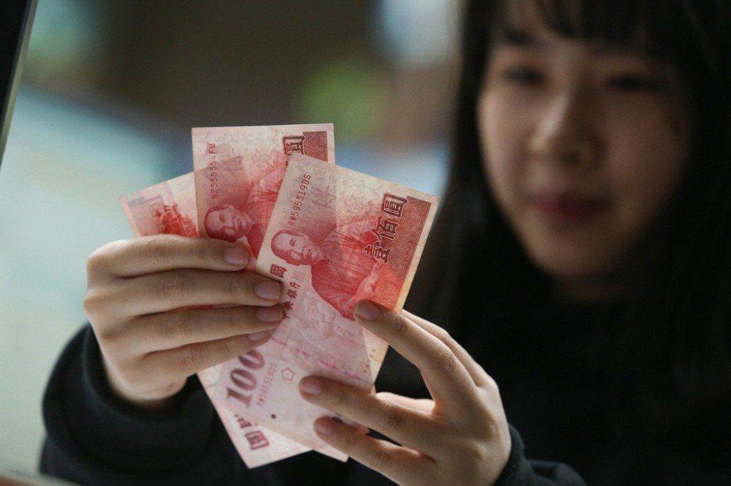 根據調查,39歲以下的青年勞工中,4成8有負債。 圖/聯合報系資料照片