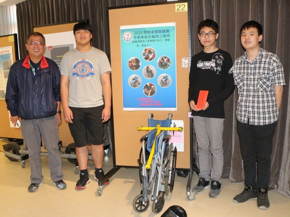 清華高中師生以二輪車與輪椅結合的輔具獲得冠軍 健行科大/提供。