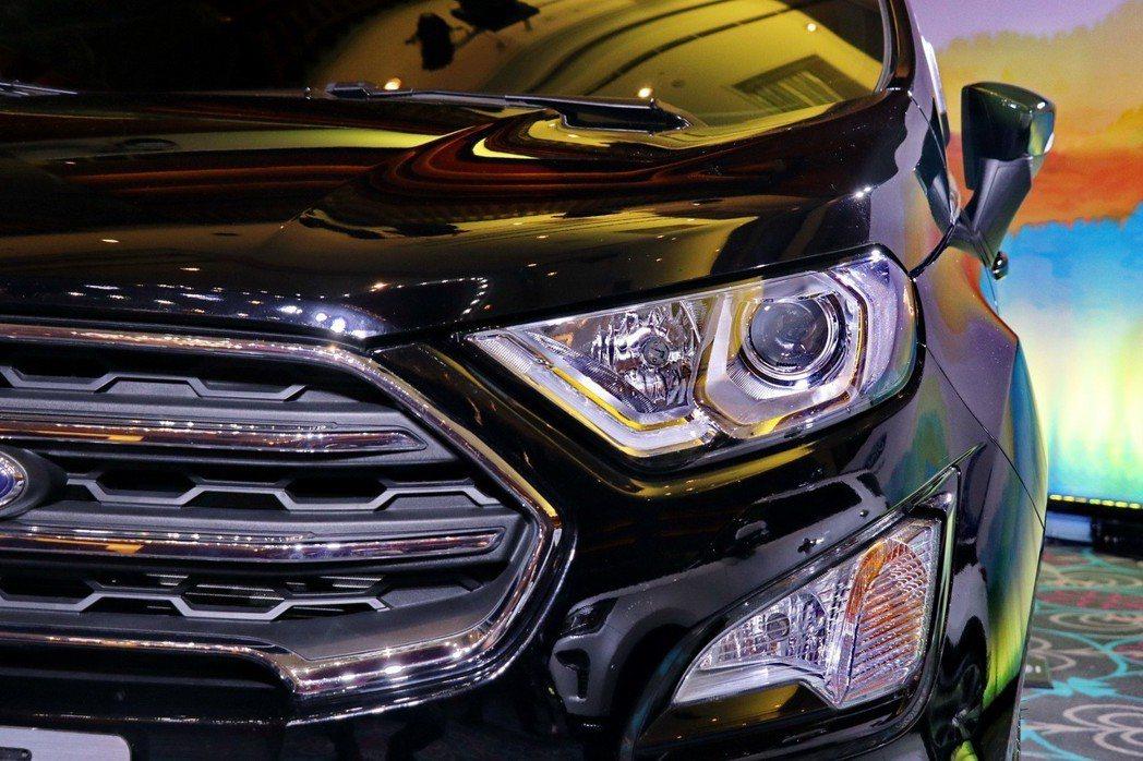 Ford EcoSport這次針對頭燈組進行調整。 記者陳威任/攝影