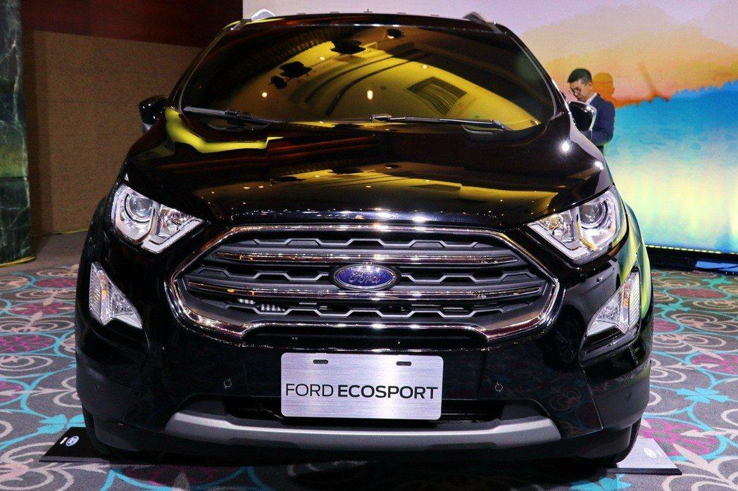 即將小改款的小型休旅Ford Ecosport不論是頭燈不論是頭燈、水箱護罩及保...