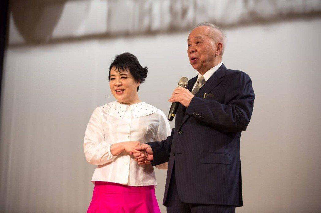 實踐大學董事長謝孟雄與簡文秀。