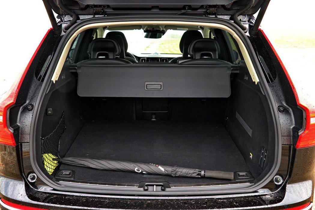 XC60 T8在一般情況下即可提供505公升的容量。 記者陳威任/攝影