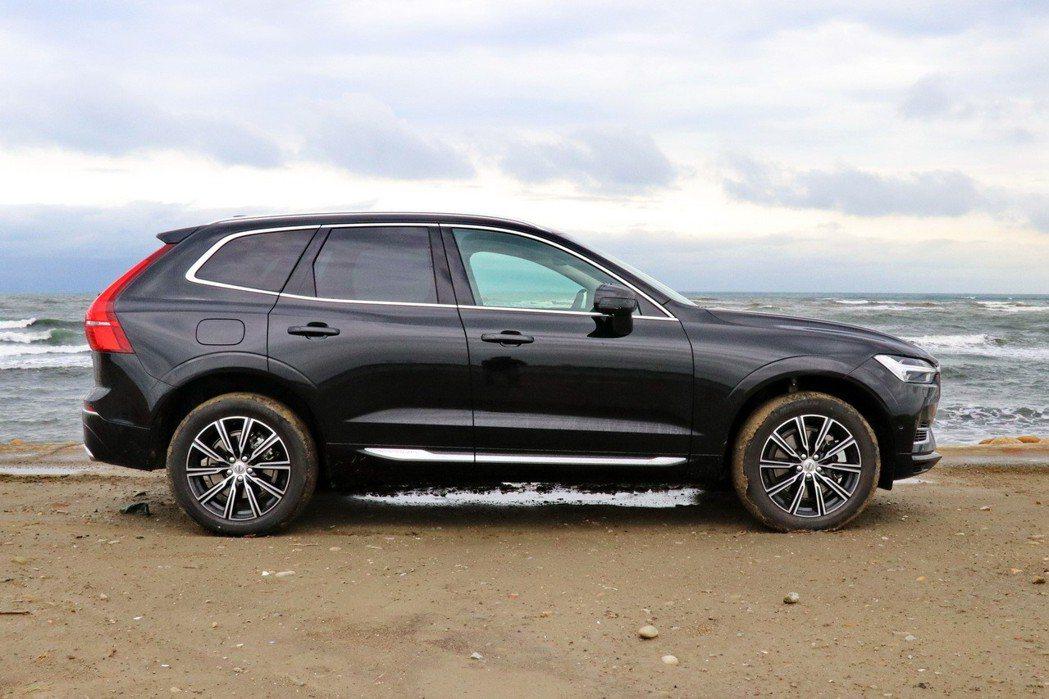 全新XC60導入了Volvo SPA可擴展示模組化底盤,外型更為運動流線。 記者陳威任/攝影