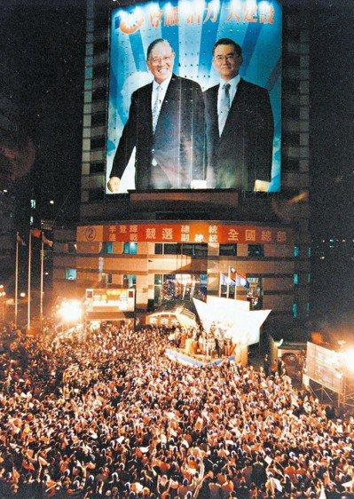 李登輝贏得1996年總統大選,被指是因為解放軍少將劉連昆的情報,讓他得以公開表明...