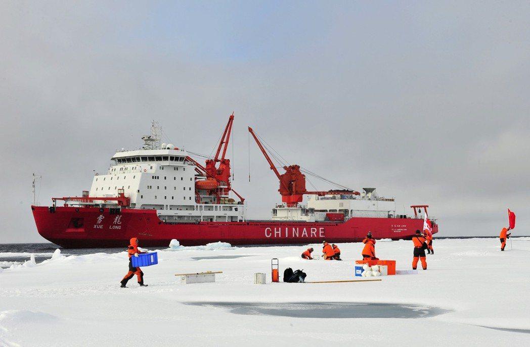中國首艘破冰船「雪龍號」,購自烏克蘭,已於2017年完成第一次北極環太平洋航行。