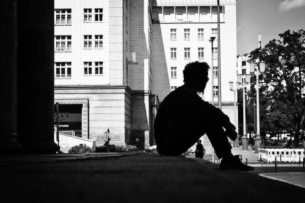 被排擠出都市的中、低階層,遠離了都市提供的社經資源,可能將支付更多的成本與時間維...