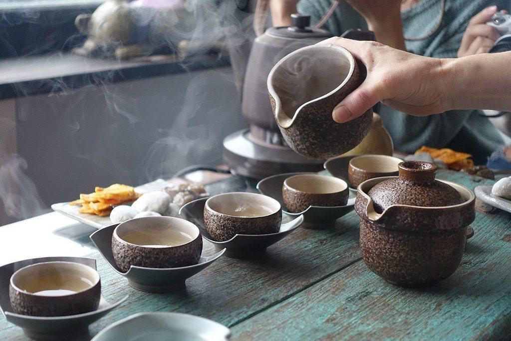 ▲九份茶館品茶。(圖/Tripbaa趣吧!亞洲自由行專家)