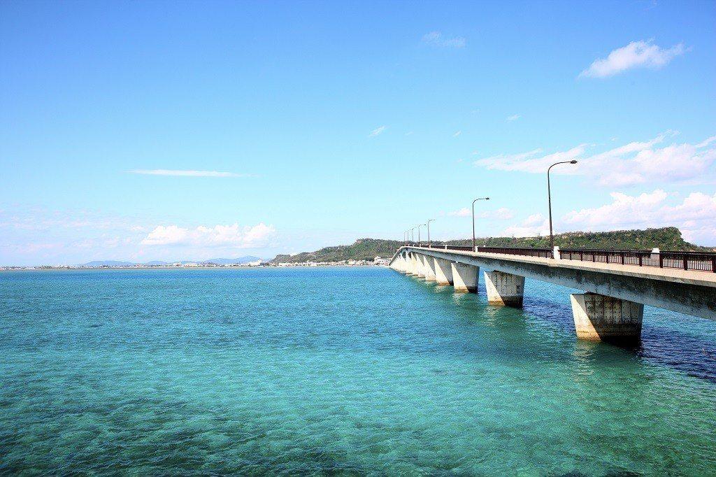 ▲沖繩濱比嘉大橋。(圖/© Okinawa Convention&Visitor...