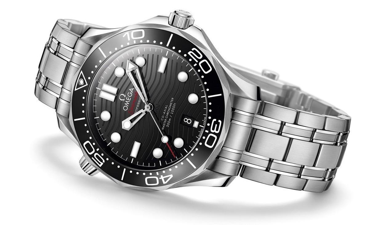 歐米茄海馬Diver 300M系列不鏽鋼鏈帶腕表,15萬9,000元。圖/歐米茄...