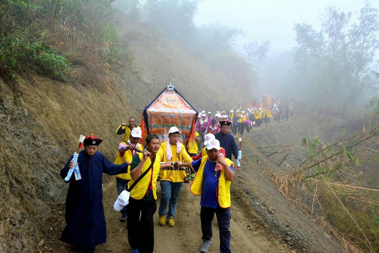 今年內門廟會有四天遶境行程,陣頭人員日行超過20 公里。記者徐白櫻/翻攝