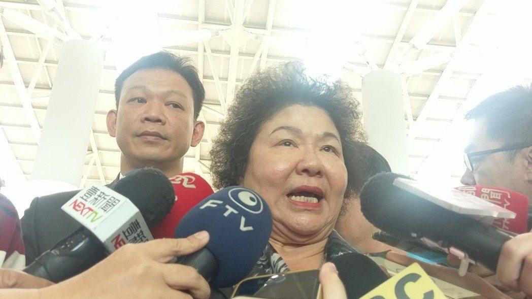 高雄市長陳菊剛結束訪美返國,稍早前在高鐵左營站受訪。記者蔡孟妤/攝影