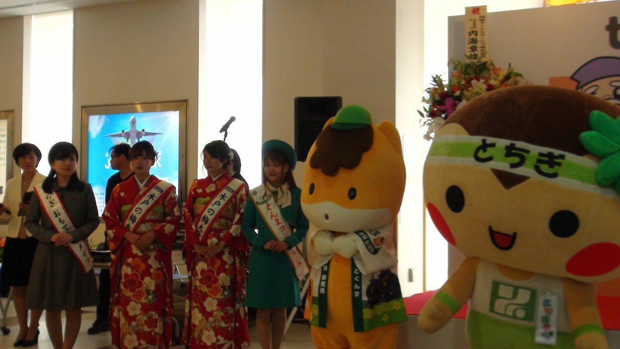 慶祝台灣虎航首航桃園-茨城定期包機航線,茨城當地特別在飛機抵達時安排了樂儀隊歡迎...