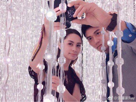 張睿家(右)與阿嬌合作「動物系戀人啊」。圖/摘自微博