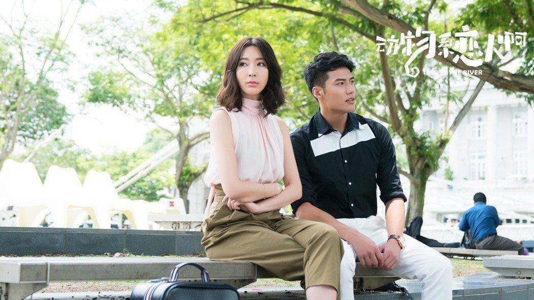 張睿家(右)與隋棠合作「動物系戀人啊」。圖/周子娛樂提供