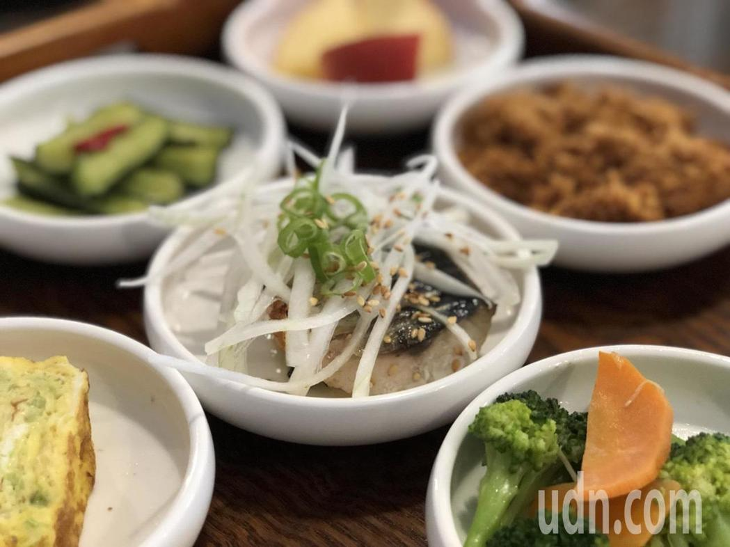 嘉義市榮町市場「春泱‧粗食宴」推出九宮格中式早餐,有多款主菜可選擇,也能滿足茹素...