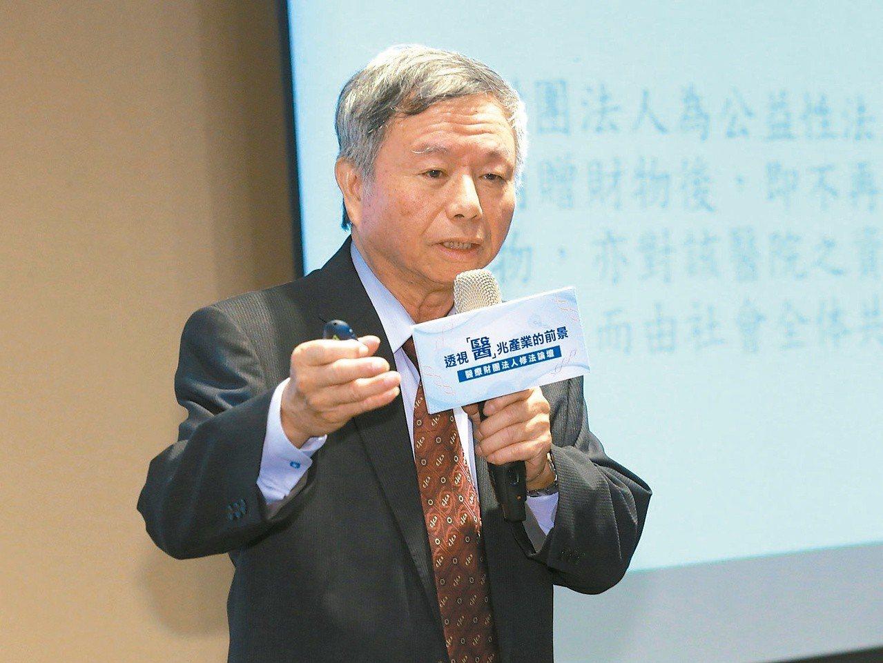 公衛學者、前衛生署長楊志良表示,現在電腦科技進步,部分負擔改採定律至並不困難,只...