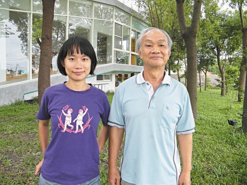 吳晟(右)與女兒吳音寧二○一○年的合照。圖/聯合報系資料照片