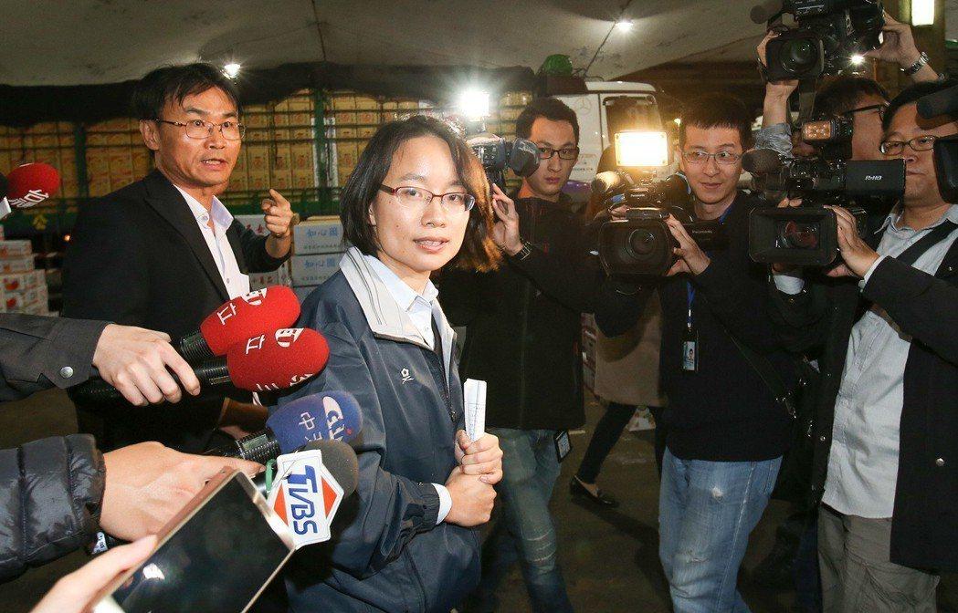 北農總經理吳音寧(中)與農委會副主委陳吉仲(左)。圖/聯合報系資料照片