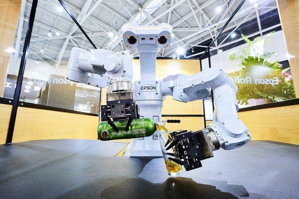台灣愛普生去年在台灣四軸、六軸機械手臂市占已有45%、40%,圖為該公司推出的智...