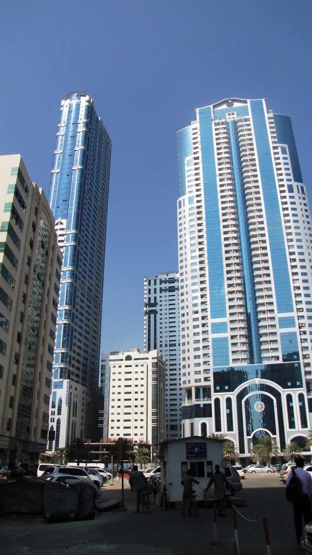 杜拜電梯更新工程。