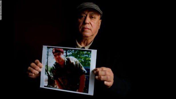 持綠卡的裴瑞斯曾加入陸軍,兩度奉派到阿富汗參戰,申請入籍卻因2008年的毒品交易...