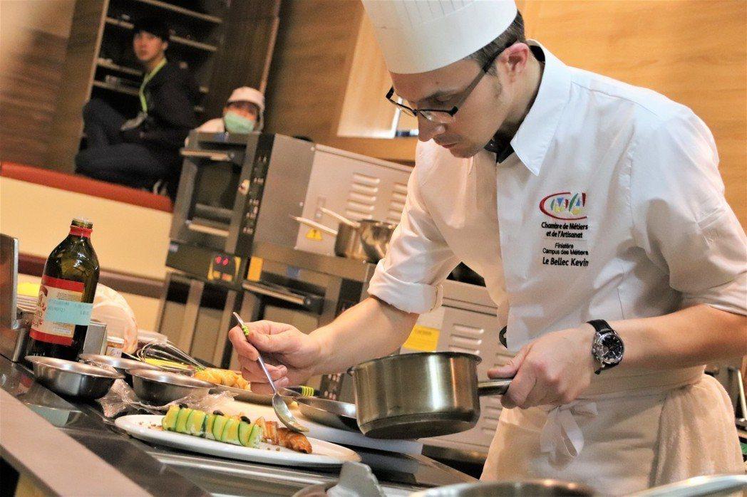 法國傳奇主廚凱文.雷貝勒克(Kevin LE BELLEC)在健行科大展現精湛廚...