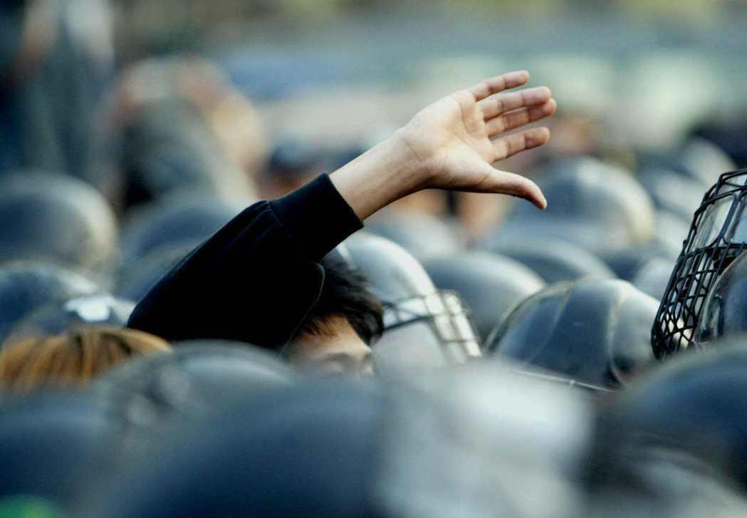 「青少年早從419革命、釜馬抗爭、光州民主化運動,到燭光市民革命達成為止,都扮演...