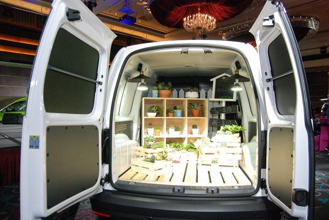 Caddy Maxi Van的尺碼更大,後廂空間表現達到4,200公升。 記者林...