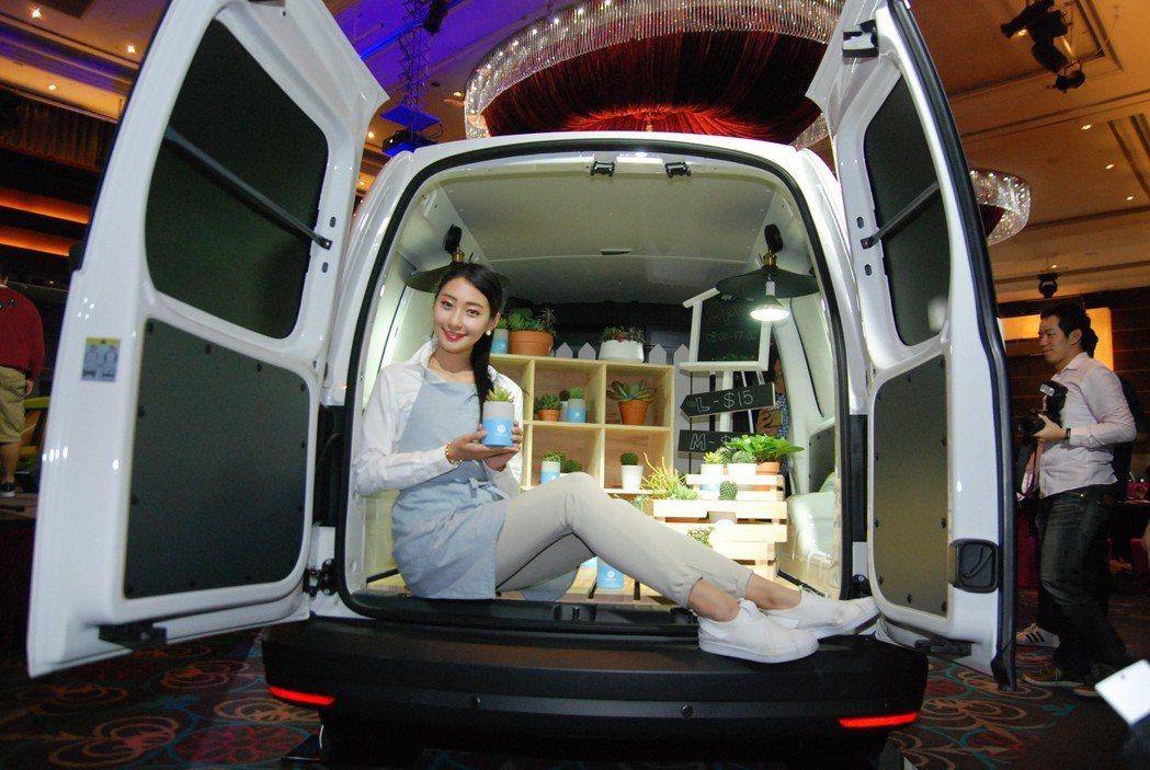 Caddy Maxi Van採對開式尾門,後廂空間達4,200公升。 記者林鼎智...