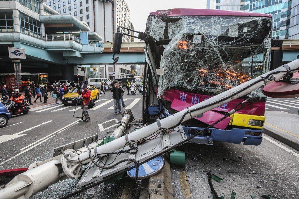 駕駛過勞肇事的案例,所危及的不只是勞工個人,更包含整車旅客,及其他車輛與路人的生...