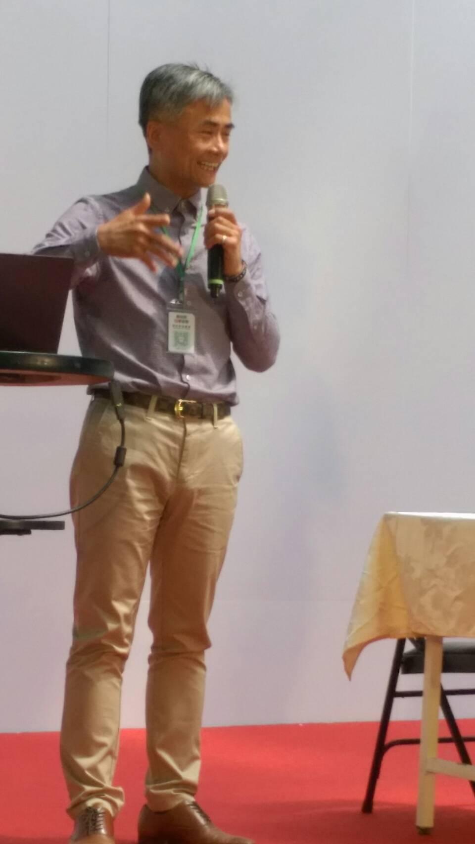 蔡文清在健康養生講座中,以分享喝水的好處獲得滿堂采。 源鮮/提供
